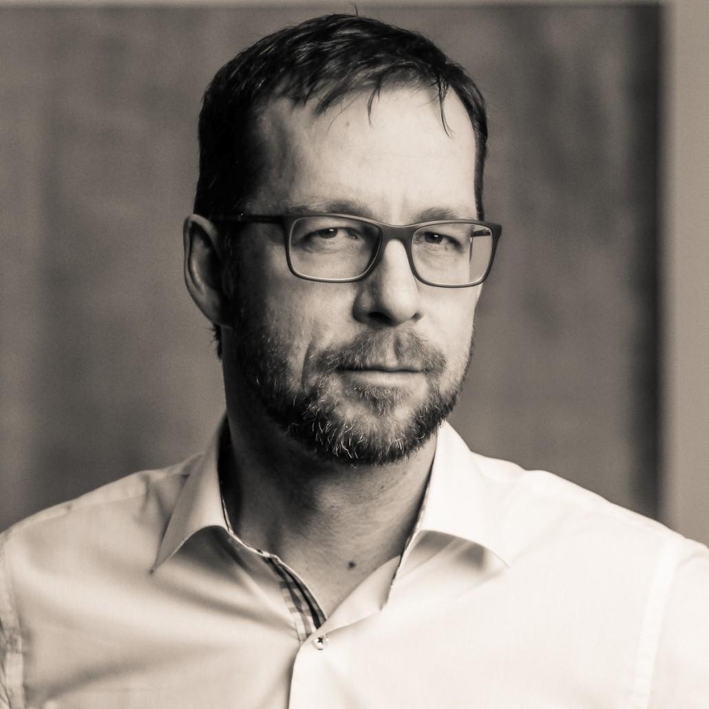 Dr. KLAUS SCHUSTEREDER